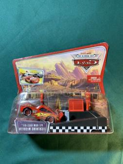 NEW DISNEY PIXAR CARS PIT ROW RACE OFF LIGHTNING MCQUEEN LAU
